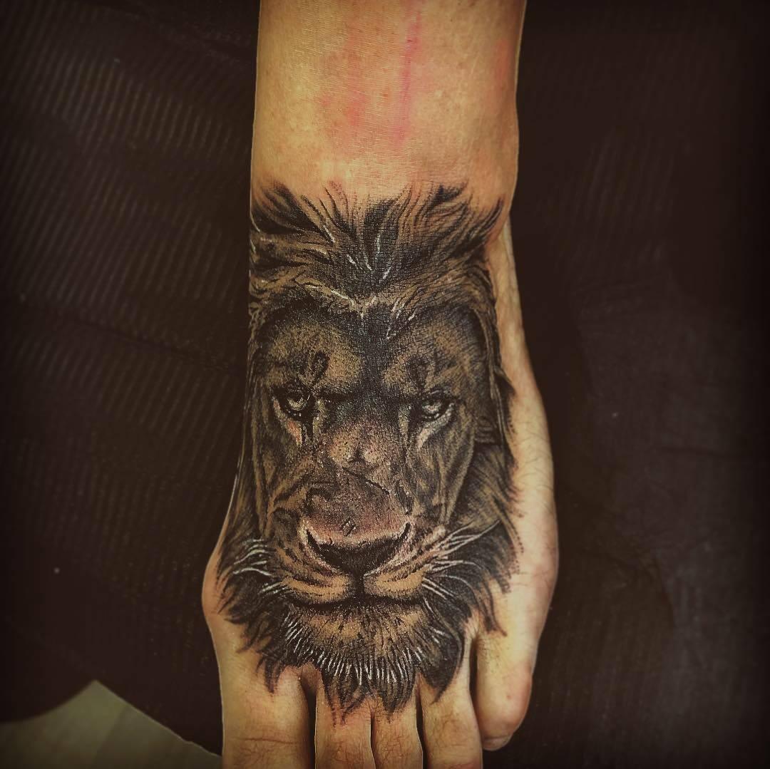 Tatouage Lion Realiste Pres De Lyon Salon De Tatouage Specialise